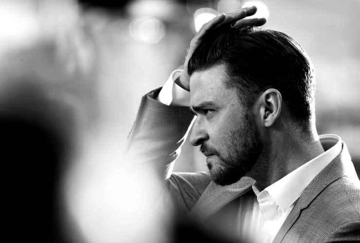 Music_Justin_Timberlake_straightens_his_hair_056624_